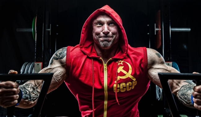heavy-weight-mass-gainer-review-red-hoodie.jpg