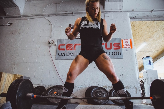 Woman-Deadlifting.jpg