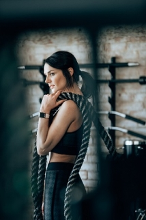woman-holding-rope.jpg